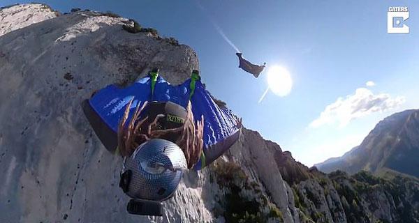 腿软!迪拜男子穿翼装飞跃意大利加尔达湖