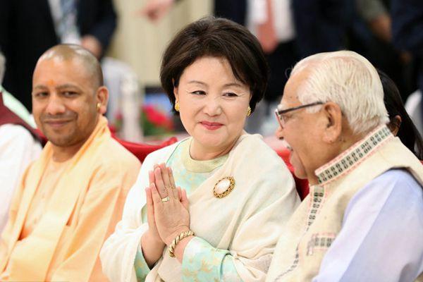 """韩国""""第一夫人""""独自出访印度 观看传统舞蹈表演"""