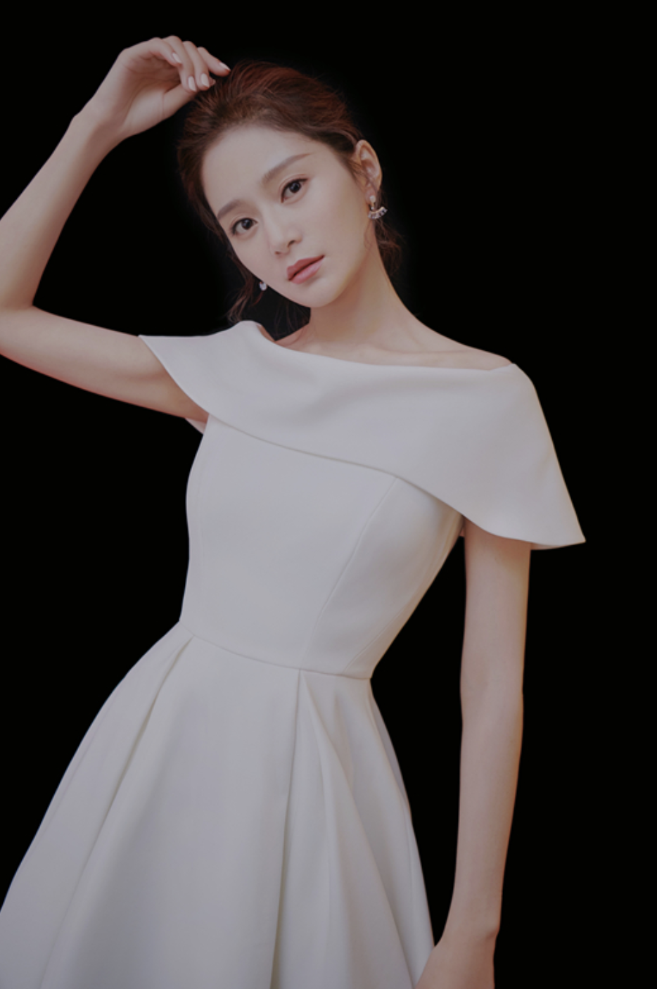 王媛可直播分享购物清单 秒变表情包可爱爆表