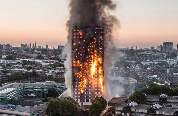 英5名男子点燃自制格兰菲塔模拟火灾 被梅姨谴责