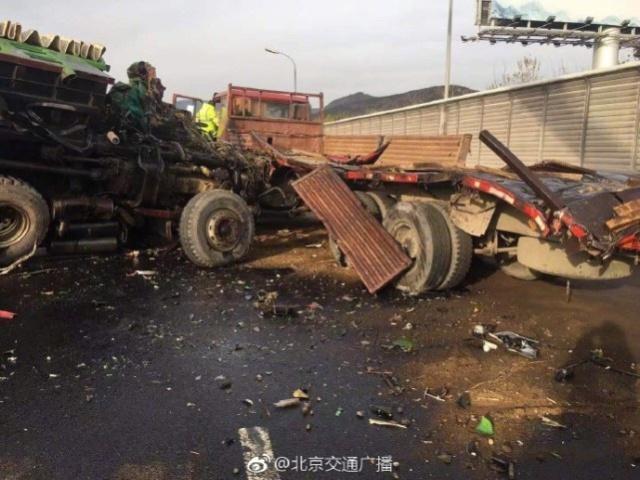 北五环发生3辆大货车追尾 已有1人死亡