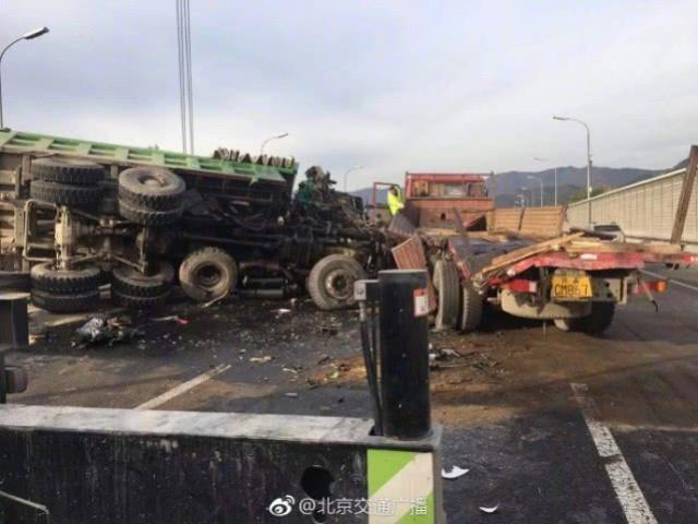 北京北五环发生3辆大货车追尾事故 已有1人死亡