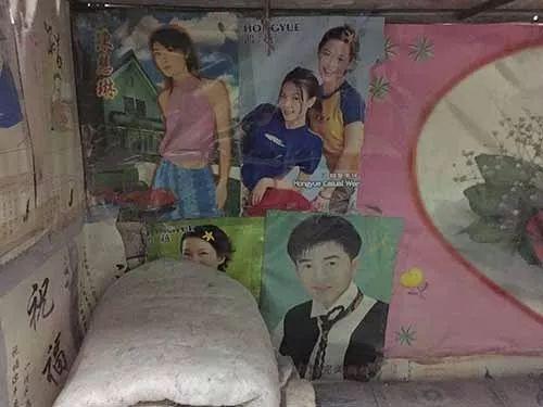江惠群有个姑妈在香港,每次姑妈从香港回来,蛇皮袋里都装满了好东西