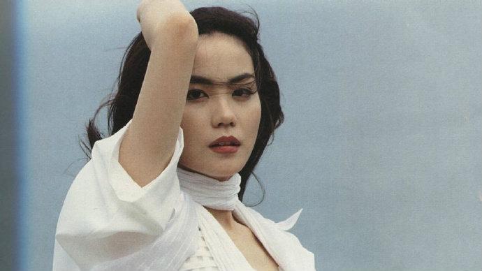 王菲旧照曝光一身白衣仙气飘飘
