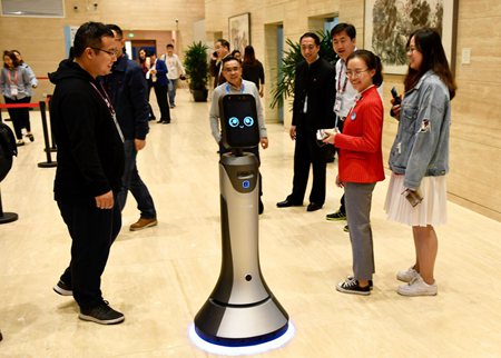 猎豹机器人亮相进博会 全链条AI技术服务展会