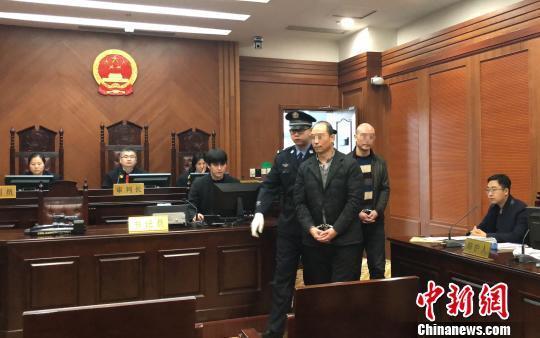 """父子""""配合""""制售假药西安受审 涉案金额逾460余万元"""
