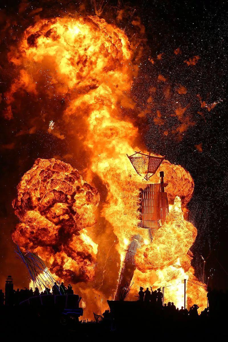 纵火烧毁整座城市的艺术品,他们疯了吗?