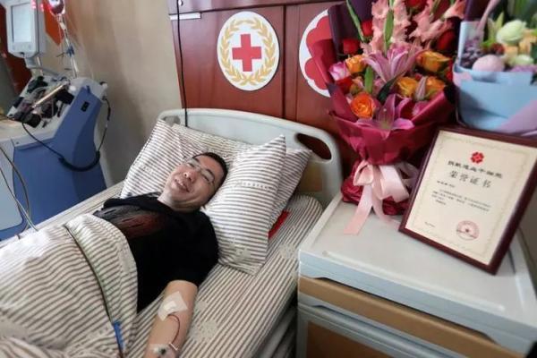 父与妻患白血病去世,浙江男子为与妻同龄女患者捐造血干细胞