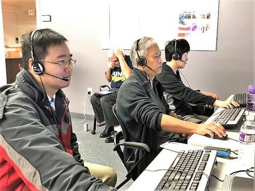中国侨网张刚与数名华人义工6日在罗德岛州的冯伟杰竞选部电话中心为冯伟杰助选拉票。(美国《世界日报》/张刚提供)