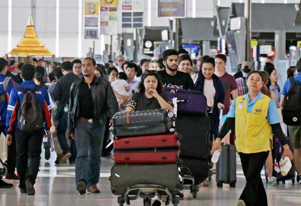 据《日本经济新闻》11月8日报道,泰国政府将免除外国游客入境时的落地签证费。