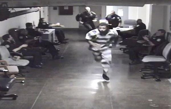 美囚犯在守卫森严法庭上逃跑被追回罪加一等