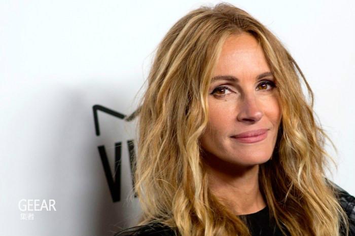 谁说50岁就不能染粉色头发?跟朱莉娅·罗伯茨学习用发色减龄!