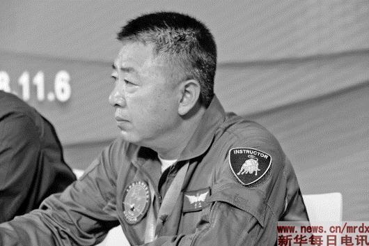 """驾驶""""中国最梦幻战机""""是何体验:""""信息在眼前,控制在指边"""""""
