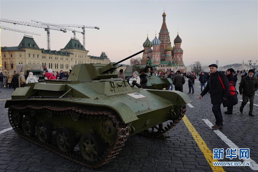 莫斯科民众纪念十月革命101周年