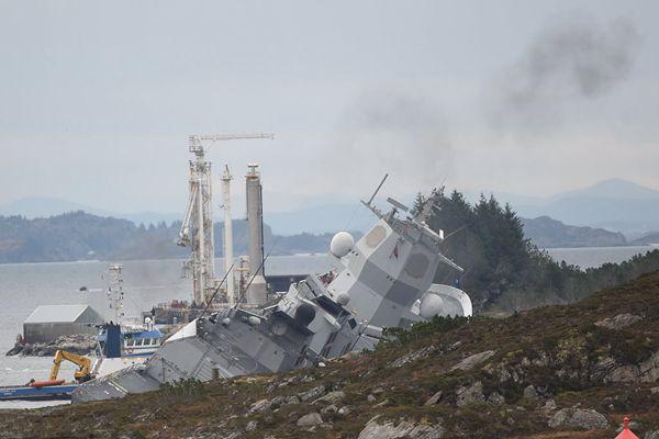 刚参加完北约最大军演,这艘军舰就被油船撞沉了