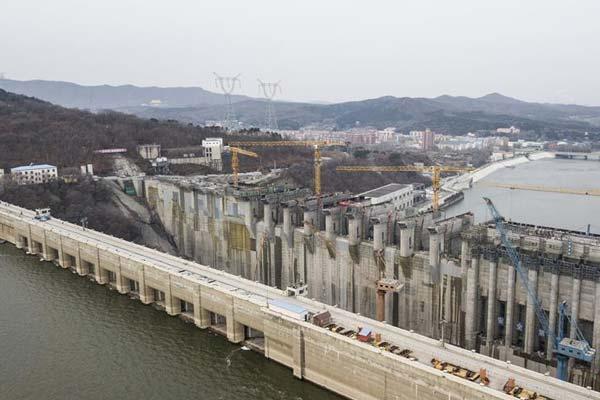 吉林丰满水电站原大坝已开始拆除