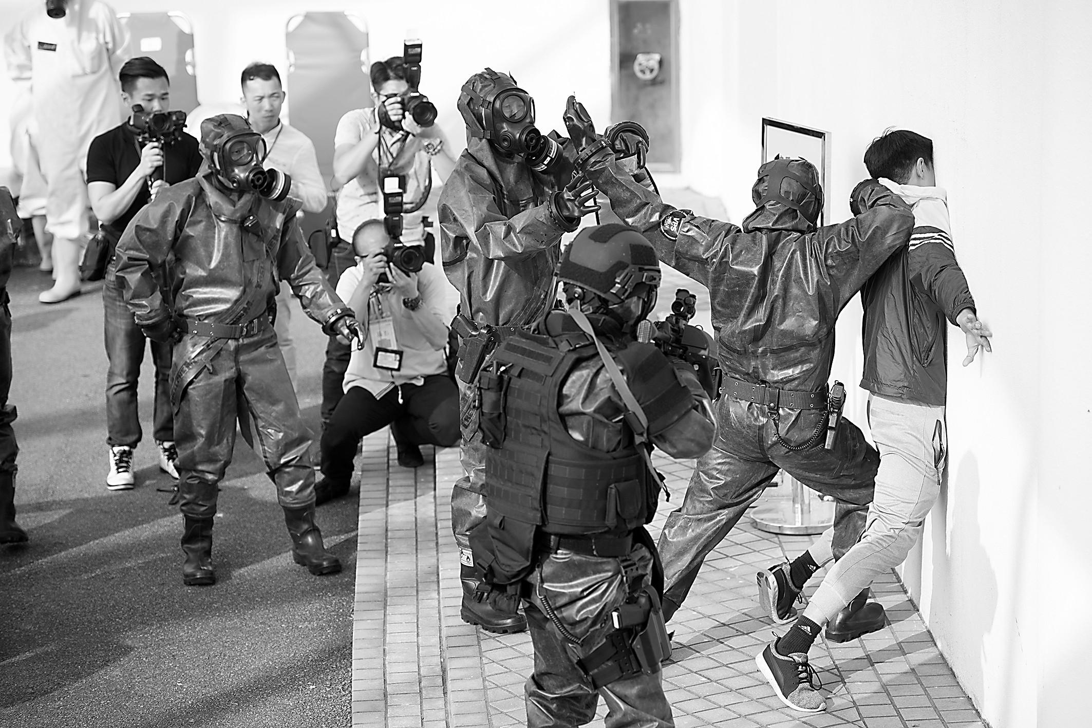 解放军驻澳门部队首次联同澳门警察进行反恐演习