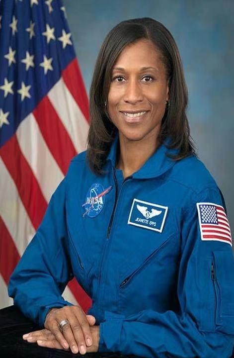 跟美国非裔女宇航员聊航天:不排除神舟飞船成为空间站运输器的可能性