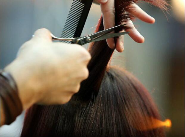 脱发青年留意!斑秃能够是乳腺癌征兆