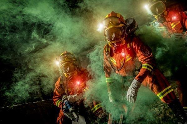 四川消防推出消防员精彩形象大片《守护》