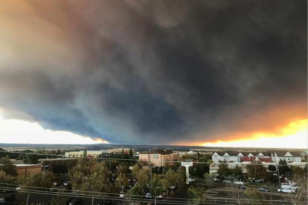 美国加州火势汹汹 每分钟能烧掉80个足球场(图)