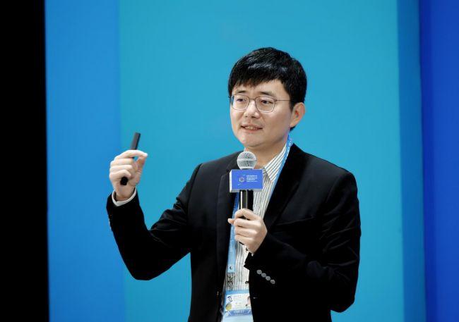 傅盛:AI不会颠覆人 只要一点突破就会带来变革