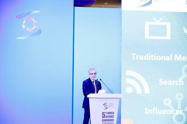 美通社全球内容授权与发布副总裁柯佳时(Joshua B. Cohen)在第五届乌镇世界互联网大会发表主题演讲