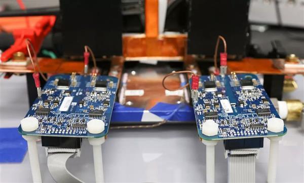 美国实现120KW无线充电技术 电动汽车有救了