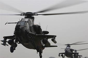 多型号直升机进行火力突击兵力投送演练