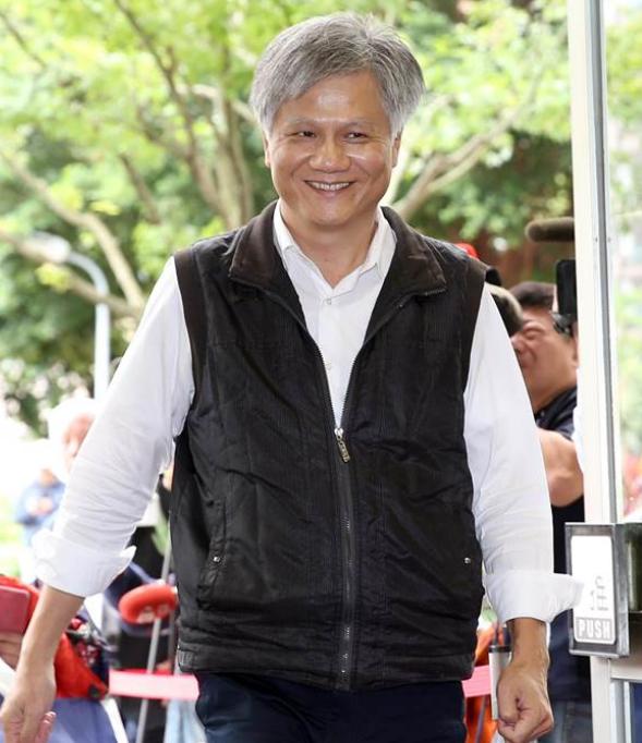 """台北市长辩论会上,柯文哲没火,""""蜂蜜柠檬水""""火了……"""