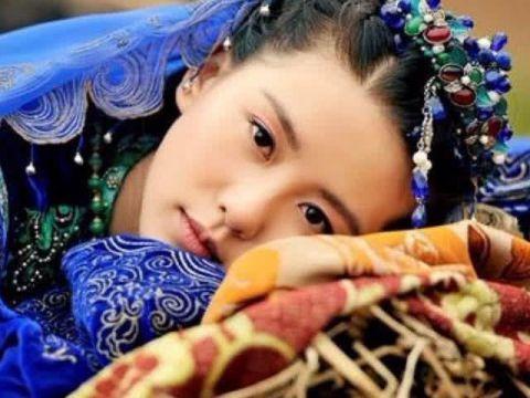 异族服装的女神:杨颖被嫌弃,赵丽颖最仙,而她被众人追捧喜爱