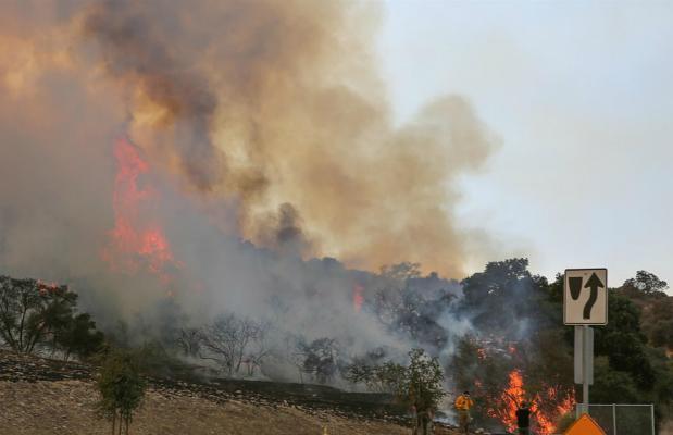 加州野火肆虐:Lady Gaga豪宅被烟雾包围 或被烧毁
