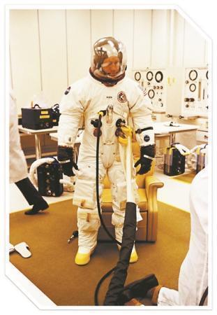 阿波罗15号飞船宇航员揭秘:降落月球时出现失误