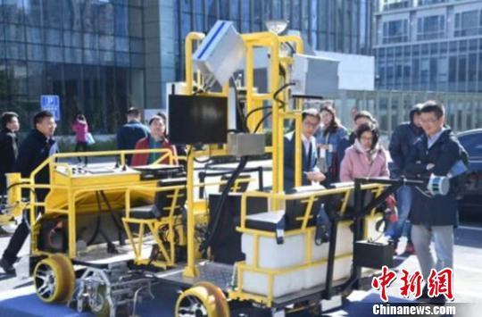 中国首台智能检测车亮相国际轨道交通展