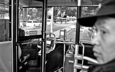 交通部:新购公交车应配备隔离设施