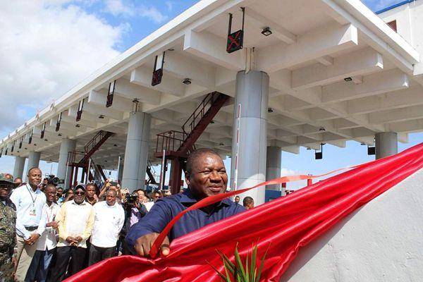 莫桑比克总统出席由中国承建大桥的通车仪式