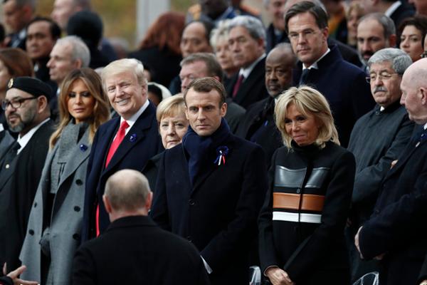 一战停战百年纪念活动在巴黎举行 特朗普与普京微笑握手