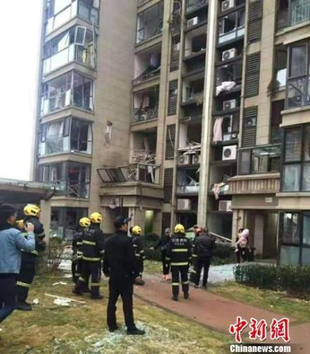青岛市北保利里院里小区发生燃气闪爆事故 2人受伤(图)