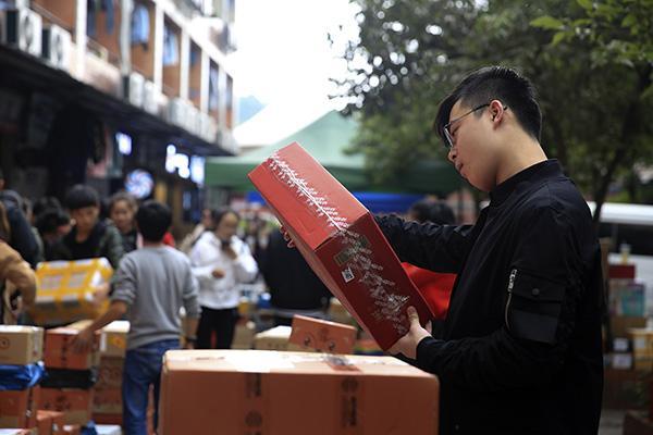北京赛车pk10极速开奖:十年天猫双11数据:买衣服的越来越少,90后成消费主体