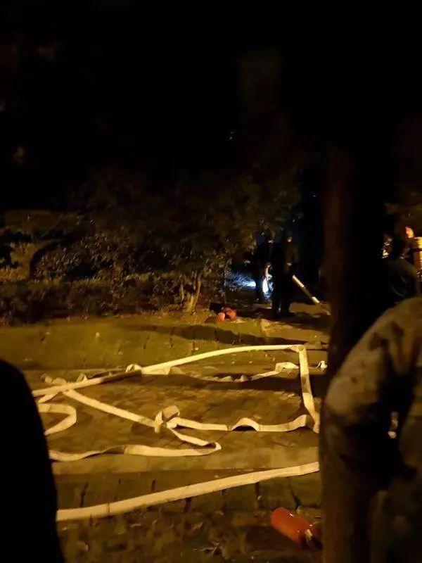 晚上突发大火,小区里却都没慌,原来竟是……