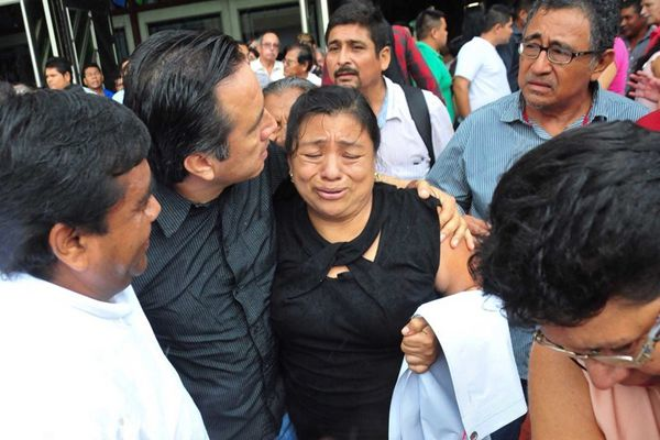 痛心!墨西哥女议员会议中得知女儿被谋杀,嚎啕大哭