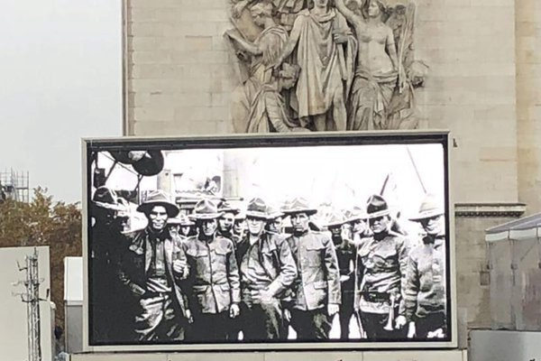 纪念一战结束100周年官方仪式在巴黎凯旋门隆重举行