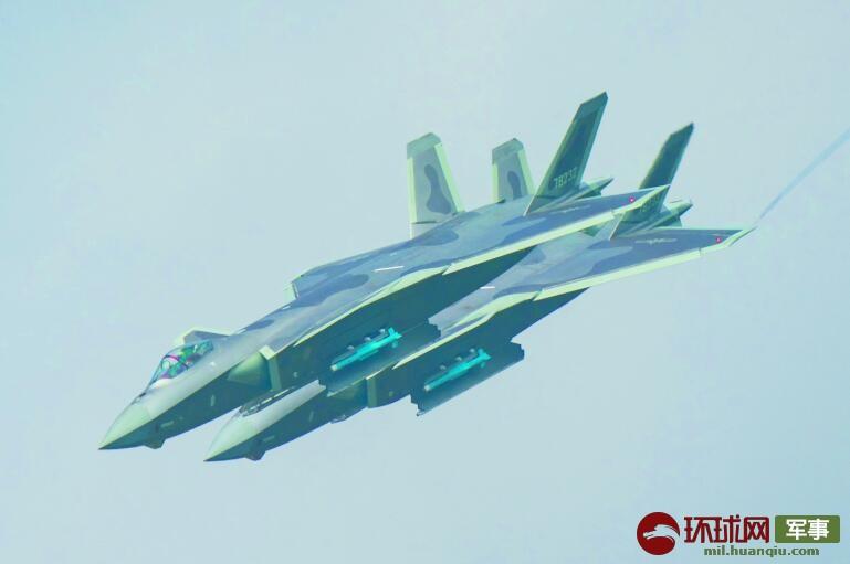 歼20开关弹舱细节引发关注 有一点F-22都做不到