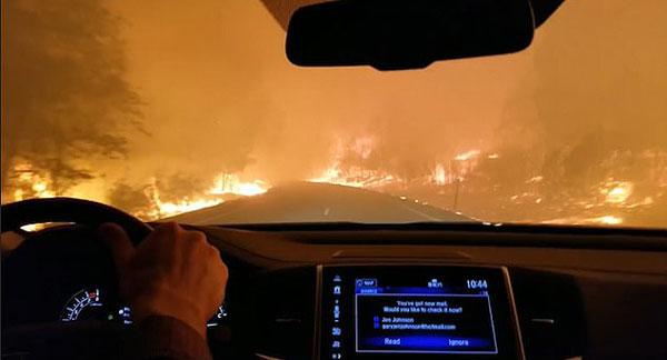 美加州林火逼30万人撤离 居民边驾车逃亡边祈祷