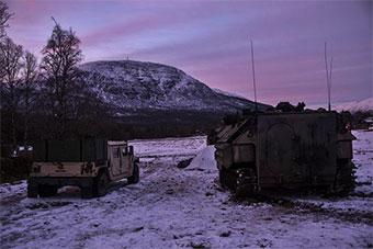 美军两栖装甲车挪威冰天雪地组织演练