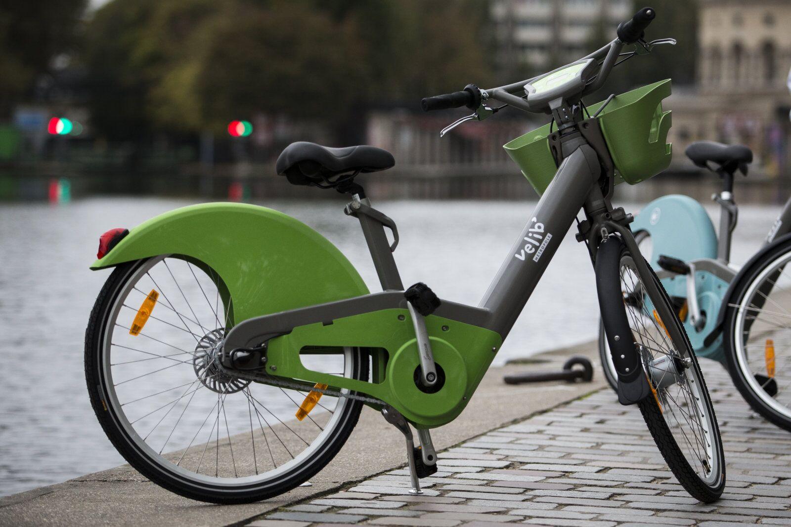 巴黎拟投放2万辆共享电动自行车 倡导绿色出行