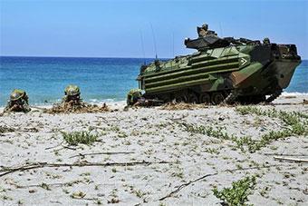 日本和菲律宾举行联合演练 两栖战车抢滩登陆