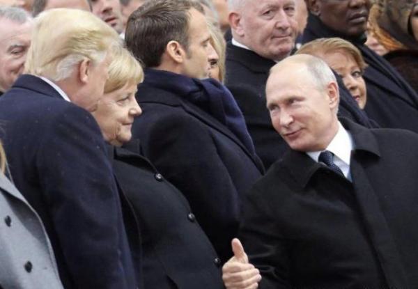 """白玉参 普京与特朗普在巴黎多次互动,竖大拇指一幕""""看呆""""默克尔"""