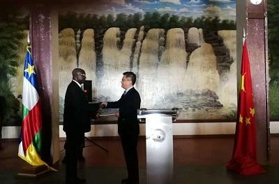 媒体:中非悼念三名遇害中国公民 向家属移交募捐善款