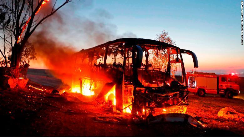 加沙硝烟又起!以色列称遭300多枚火箭弹袭击 采取报复性地空反击